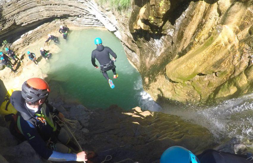 saut en canyon de os lucas en val de tena