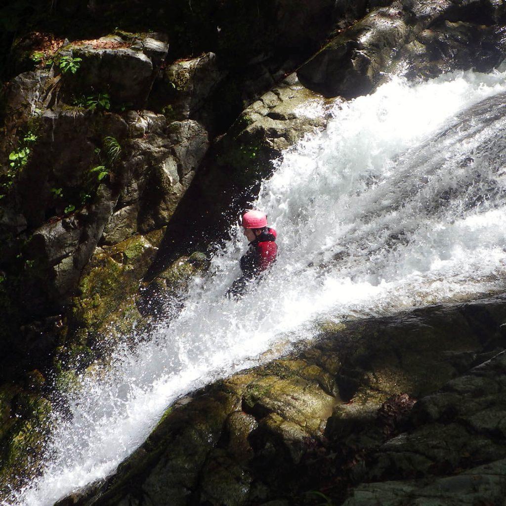 toboggan de 7 m dans le canyon de bious