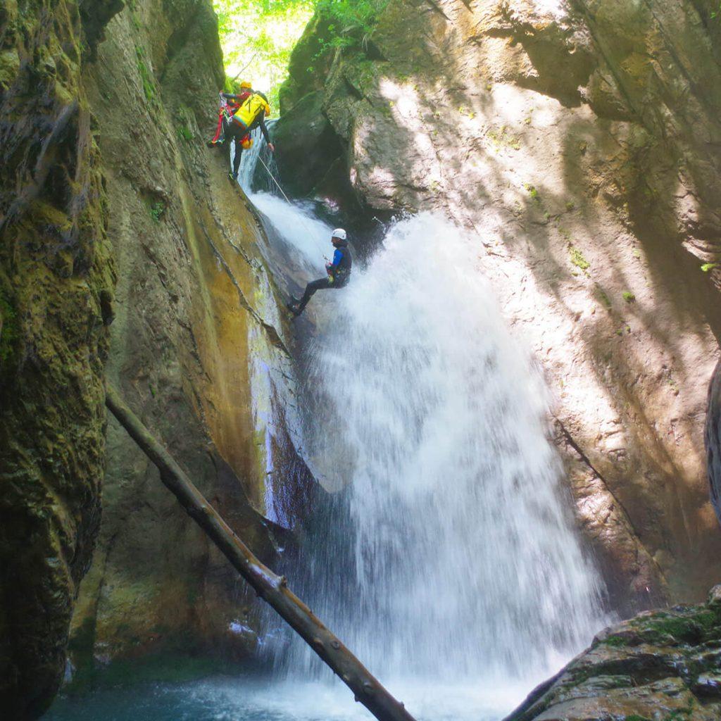 descente en rappel dans le canyon du Bitet