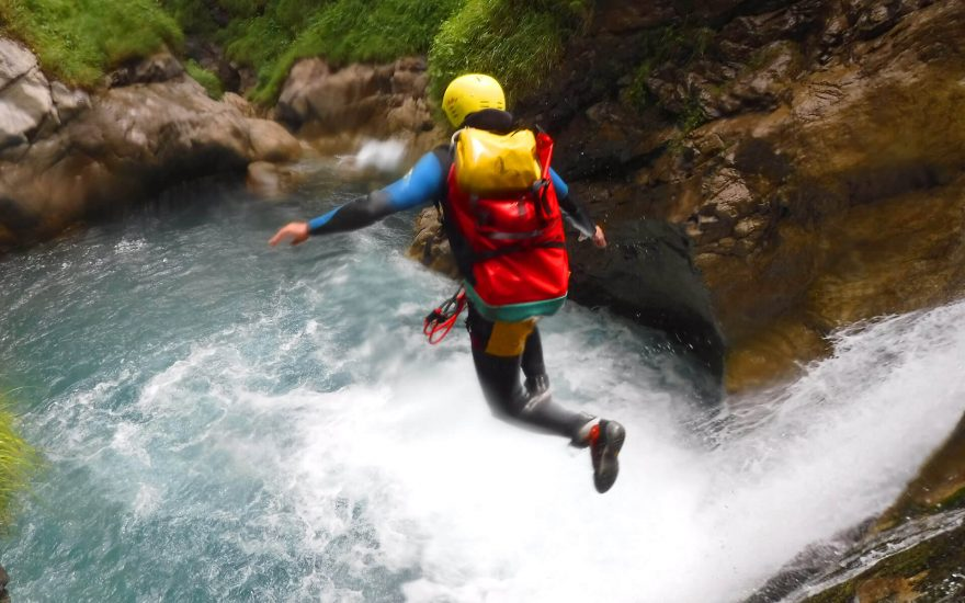 saut dans le canyon de saugue