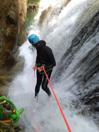 descente en rappel dans le canyon du soussoueou