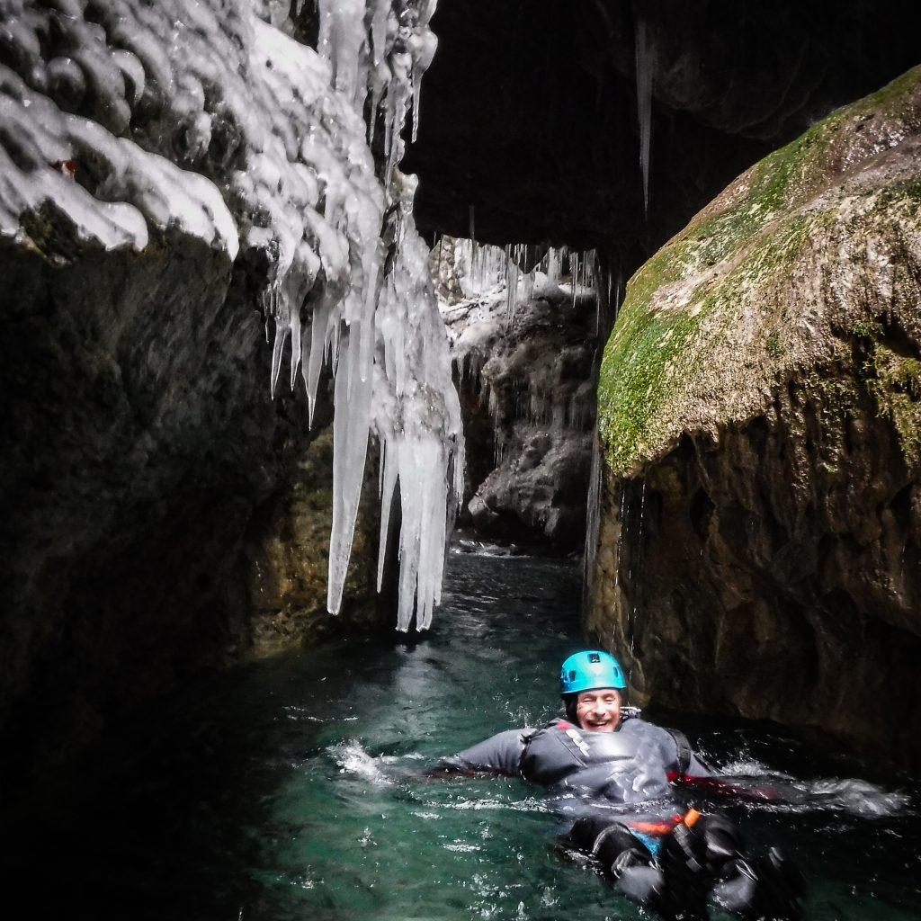 floating en canyon hivernal dans le canyon du Bitet inférieur