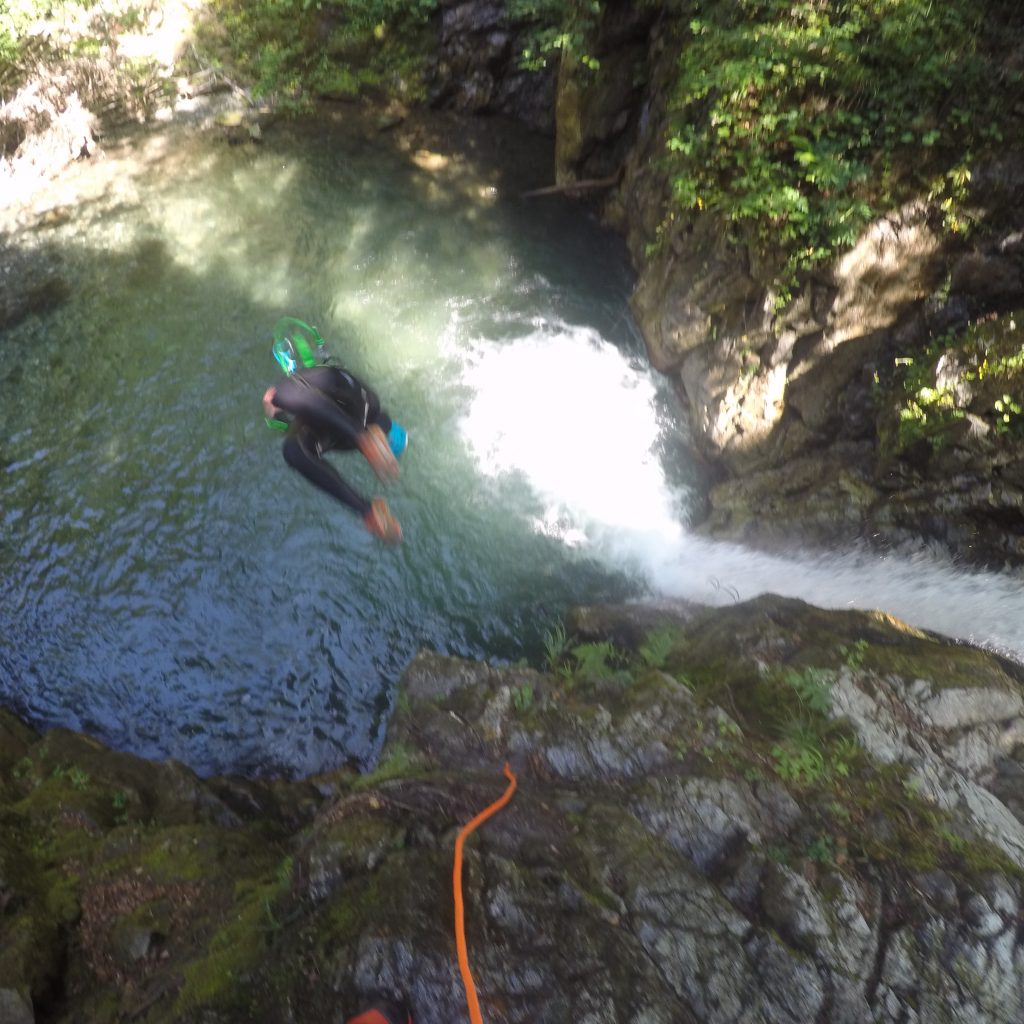 saut freestyle dans le canyon de Bious