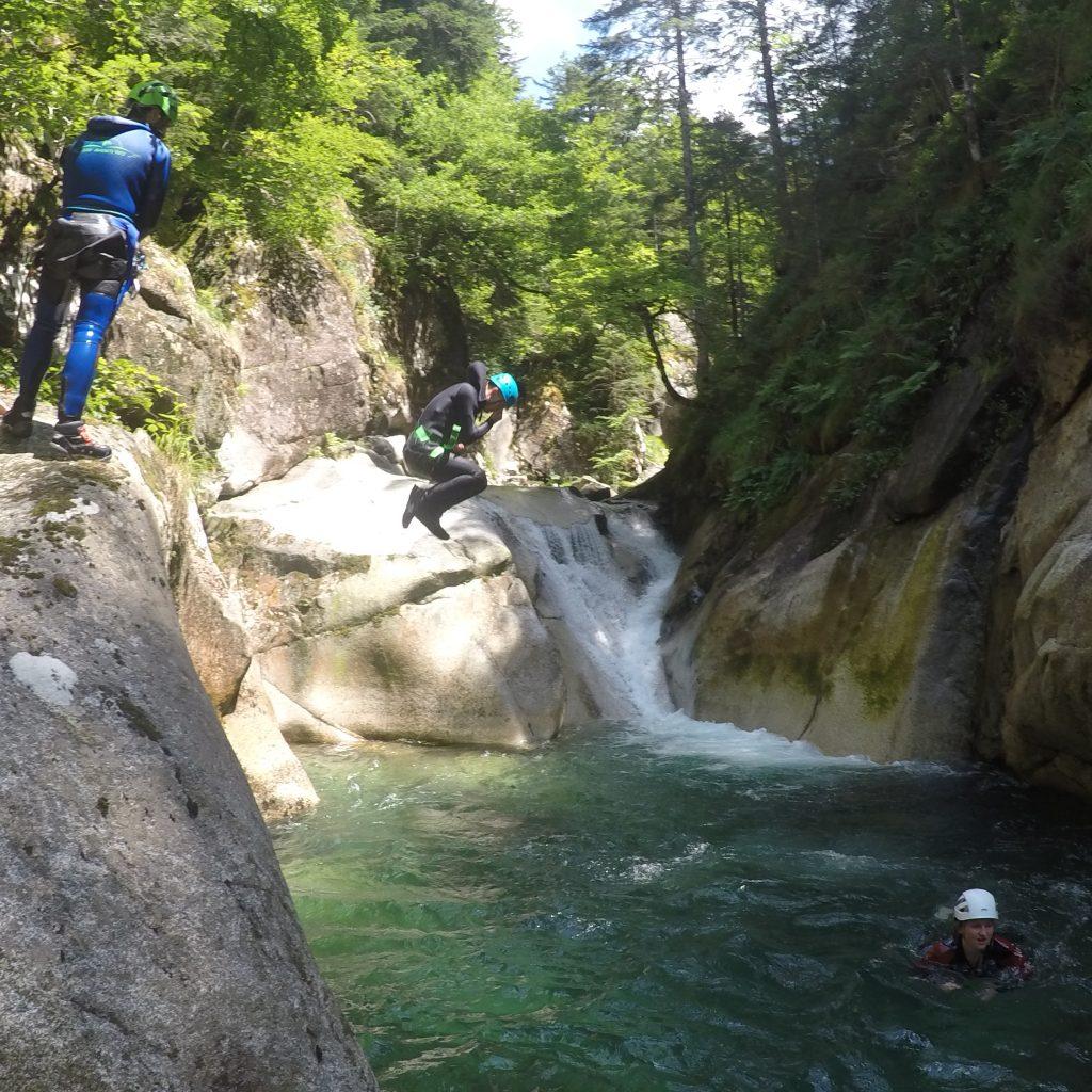 sauts dans le canyon du soussoueou
