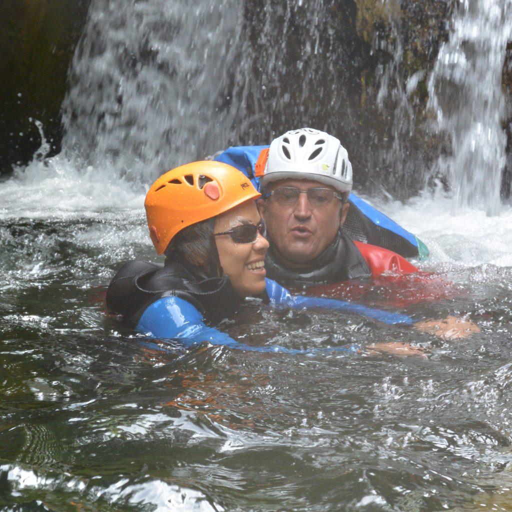 nage dans le canyon du gours des annelles , handi canyon deficience visuelle