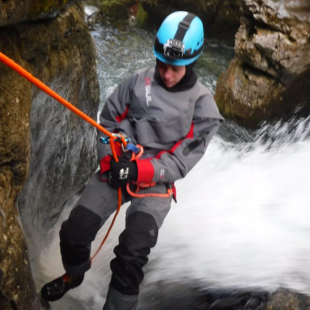 descente en rappel canyon hivernal