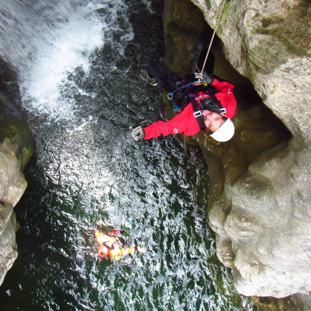 descente en rappel avec la sellette handi canyon du terminet