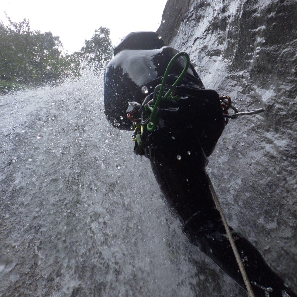 exercice de remontée sur corde en canyon