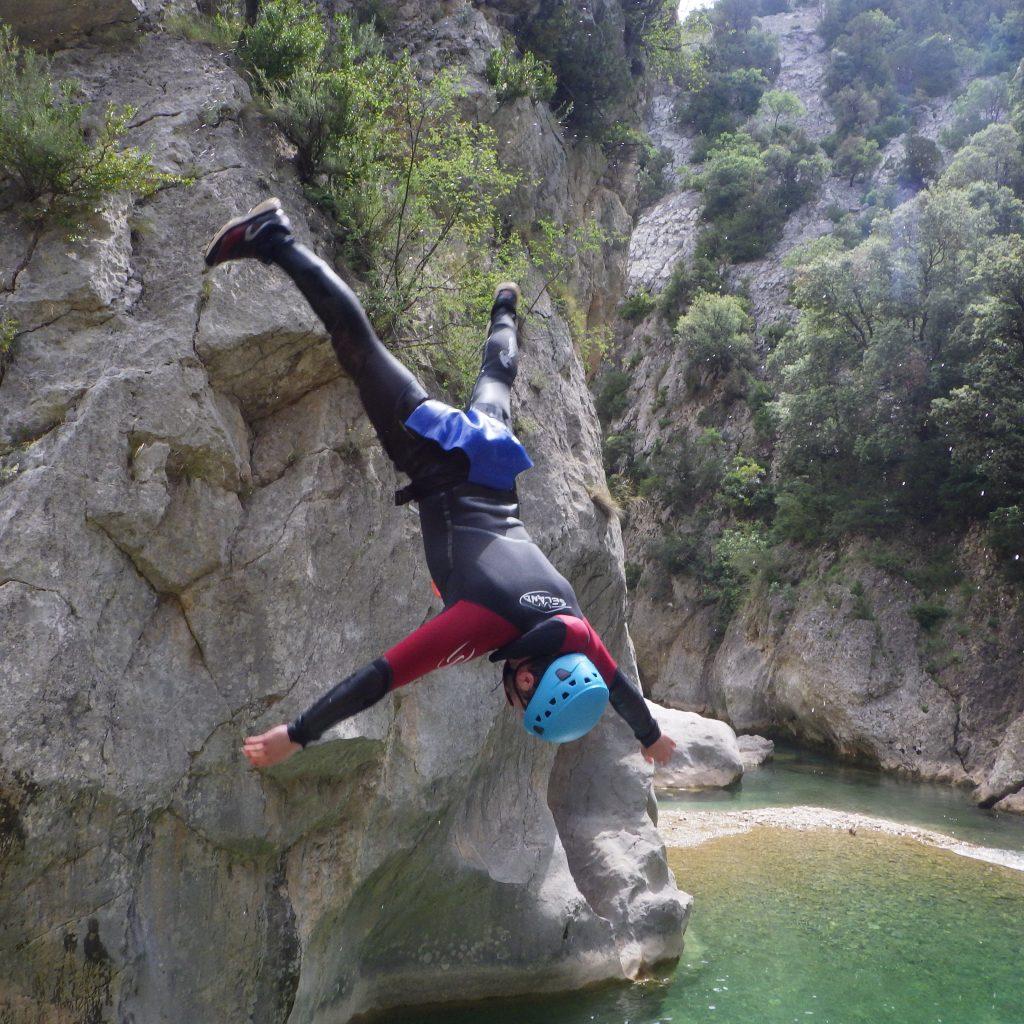 freestyle dans le canyon de la peonera, sejour canyon en sierra de guara a partir dea Laruns, vallée d'ossau , Béarn, Pyrénées Atlantiques a coté de Pau et Bayonne