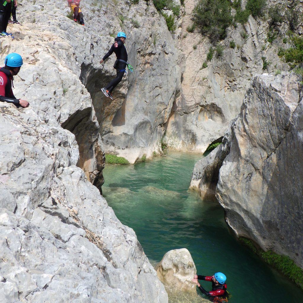 weekend en sierra de guara saut dans le canyon de la Peonera , canyoning a Laruns, vallée d'ossau , Béarn, Pyrénées Atlantiques a coté de Pau et Bayonne