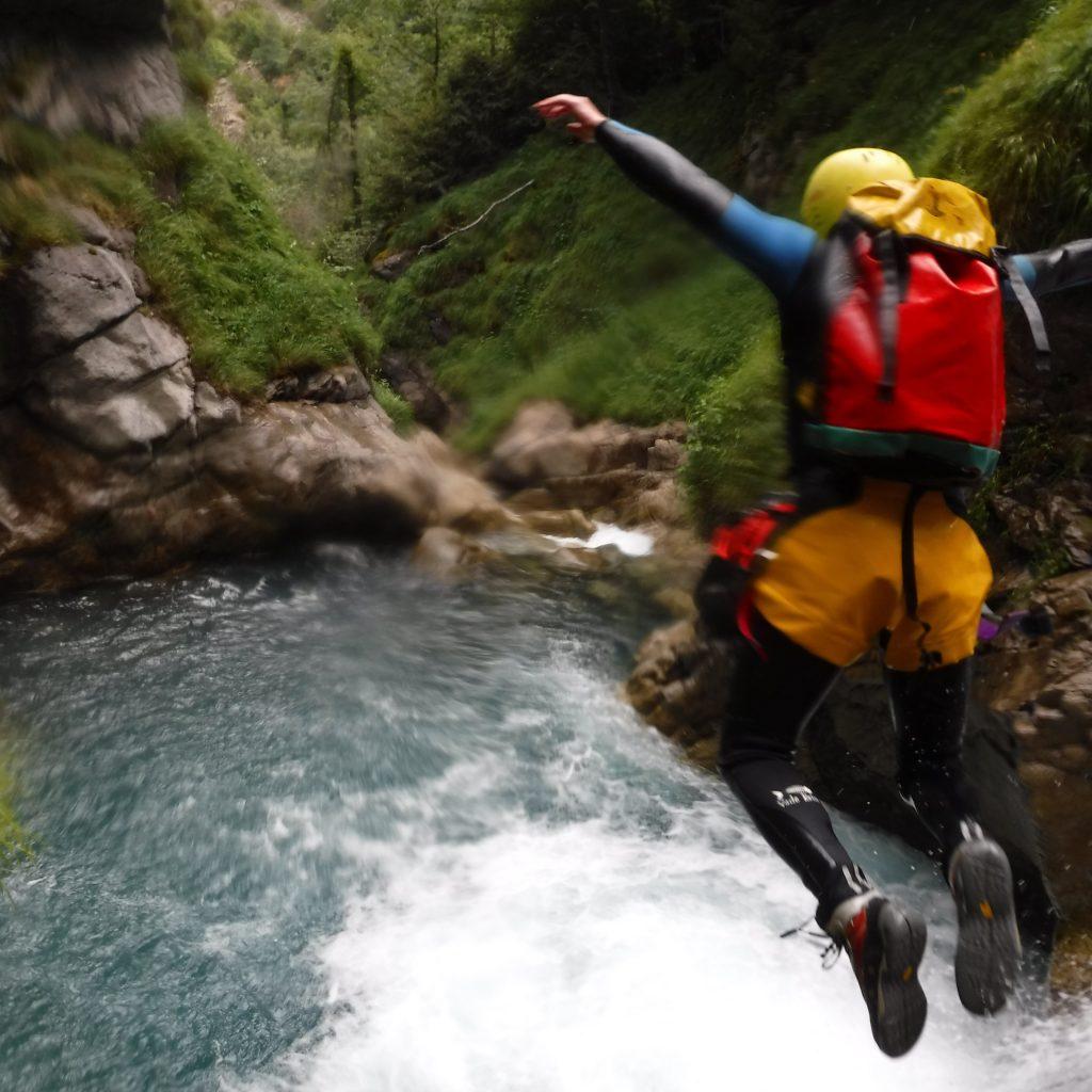 saut dans le canyon de Saugué