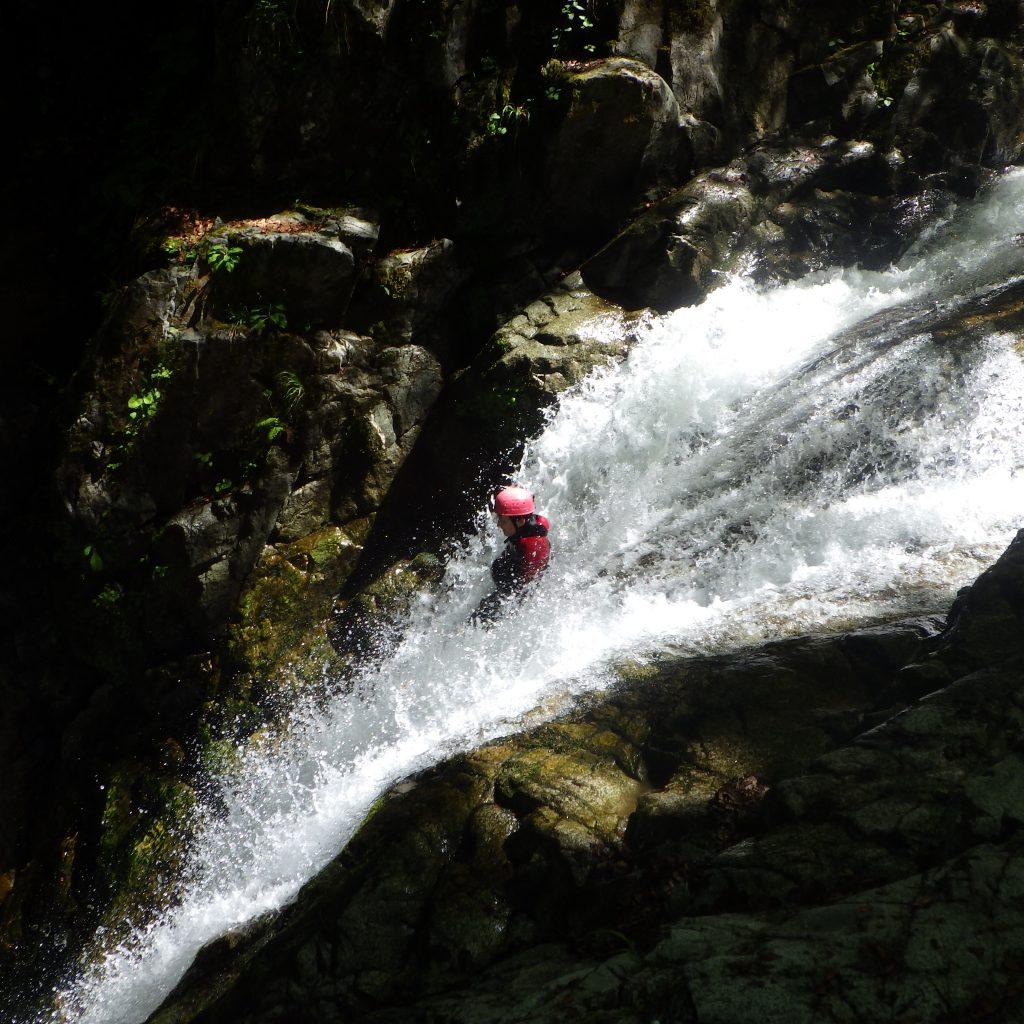 toboggan dans le canyon de Bious sur la journée 2 canyon