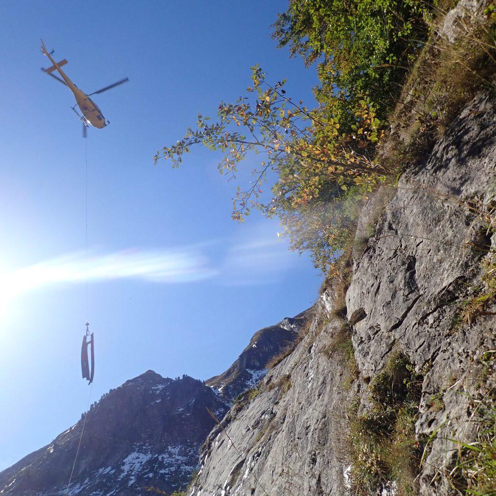 treuillage technique de poutrelles en canyon