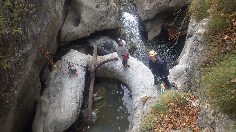 Ipn d'une passerelle coincée dans une vasque en canyon
